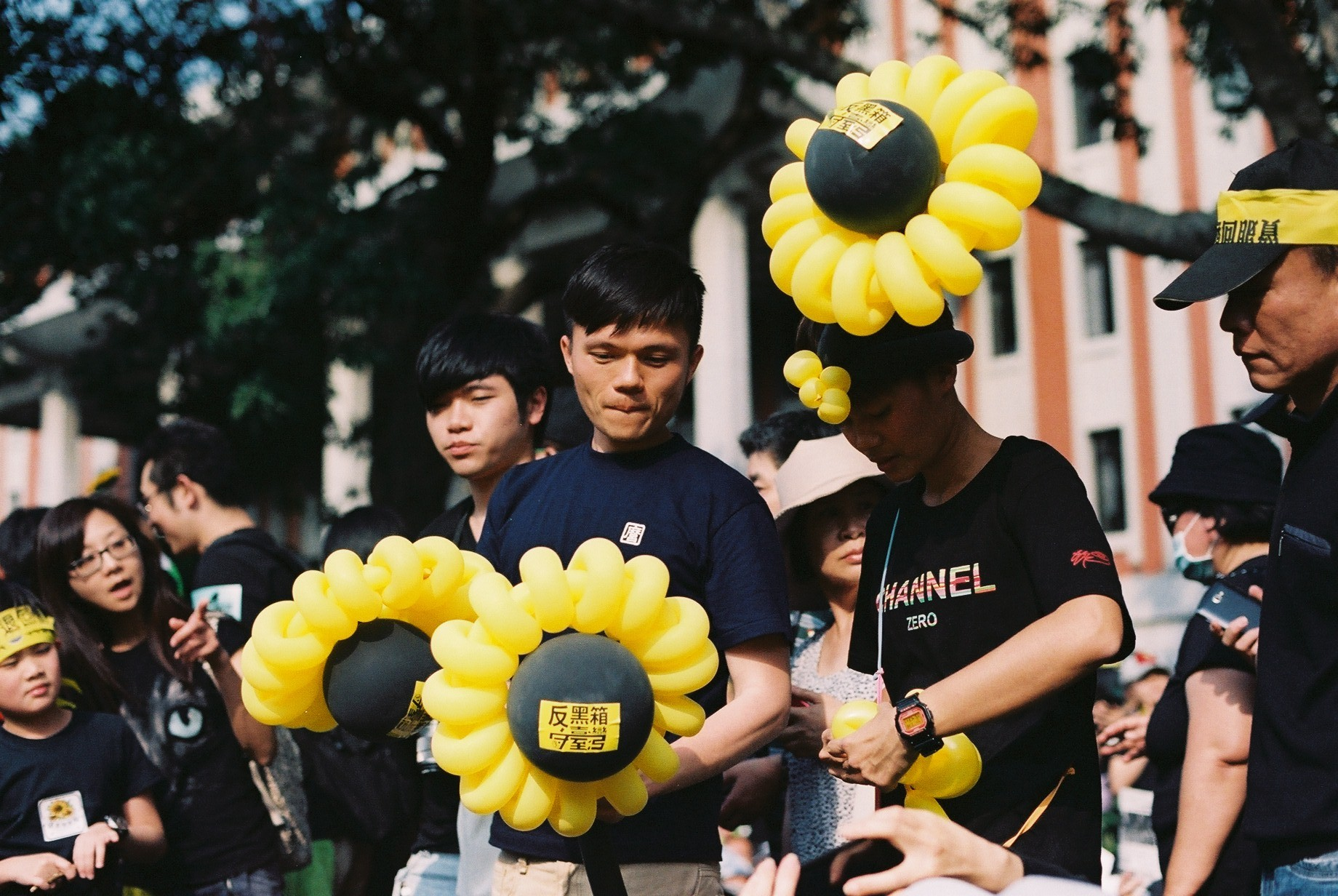 Students are calling for opposing trade pact with mainland in the sunflower movement in Taiwan.